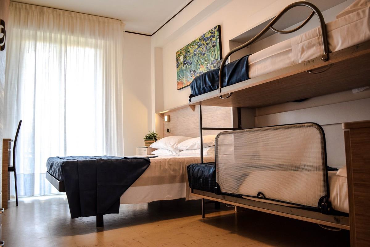 albergo-san-benedetto-del-tronto-doria-camera 3-4-posti-letto