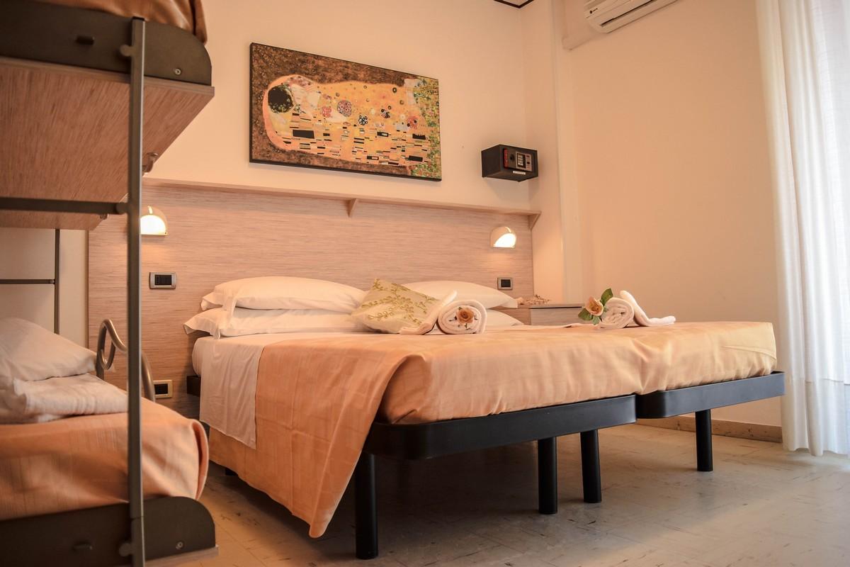 Hotel-san-benedetto-del-tronto-doria-camera 3-4-posti-letto